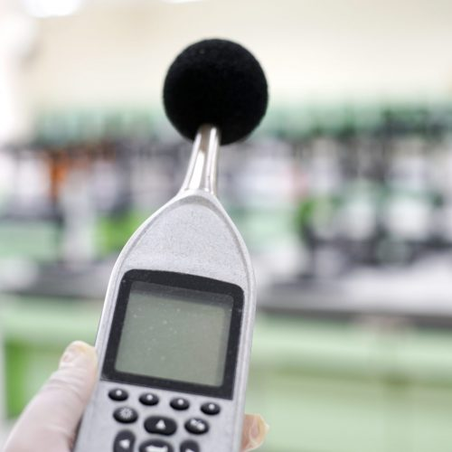 Measuring,The,Noise,In,Laboratory,Room,With,A,Sound,Level